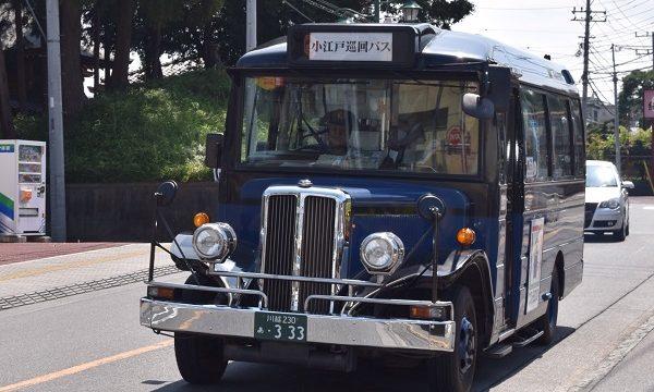 川越の町を走るレトロな観光用の巡回バス