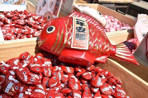 川越氷川神社の可愛らしい鯛型のおみくじ