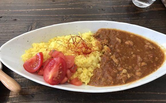 秩父長瀞のカフェうらほとの羊肉とトマトのカレーランチ(メイン)