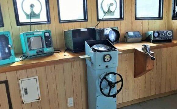 ちくら潮風王国内にある千倉丸の操舵室