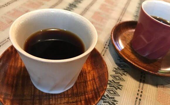 おしゃれなカップで出される珈琲 抱(HUG)の焙煎コーヒー