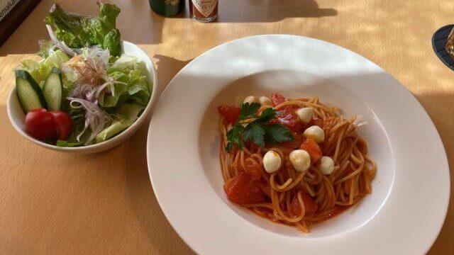 カフェマカイのパスタランチ(トマトとモッツァレラ)