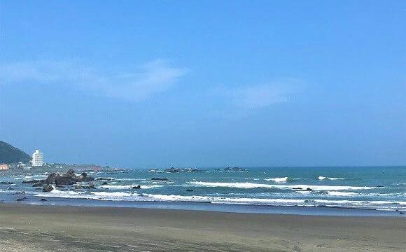 カフェマカイから歩いていける綺麗な海岸