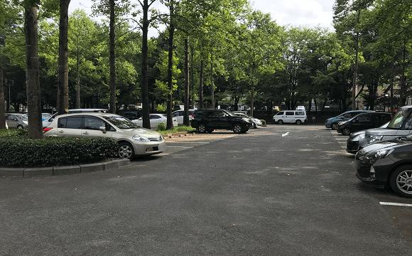 彩の森入間公園の広々とした無料駐車場