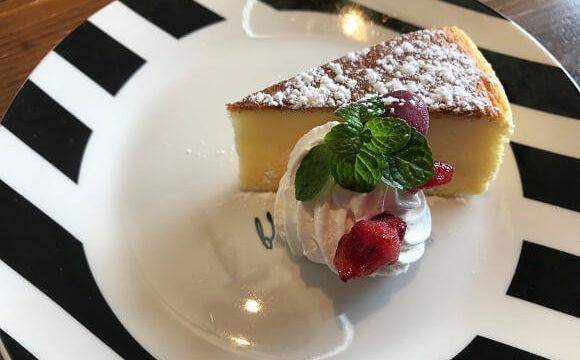 ボンボンウェボンのランチの日替わりミニドルチェ(スフレチーズケーキ)