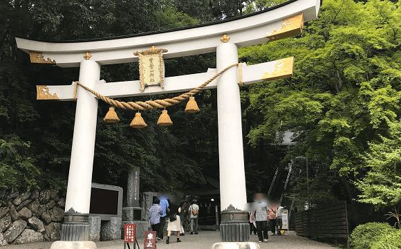 宝登山神社の立派な二の鳥居