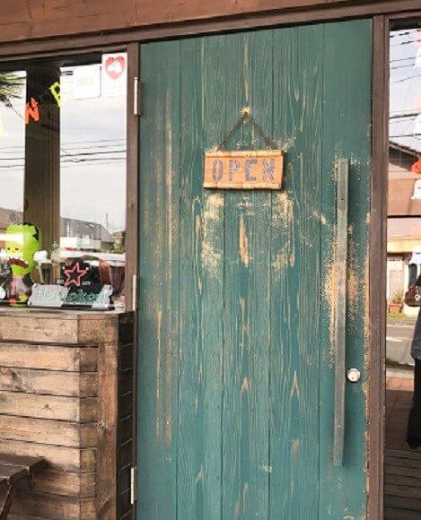 ボンボンウェボンのブルーの入口ドア