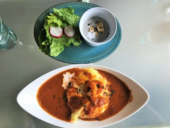貝殻喫茶室のオムライスランチ(スープ・サラダ付)