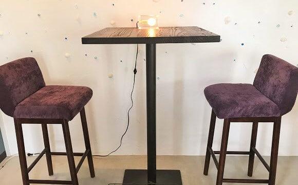 二人用のテーブル席