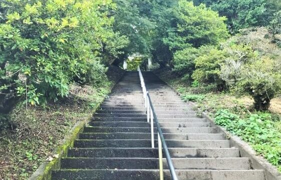 宝登山神社奥宮に続く石階段