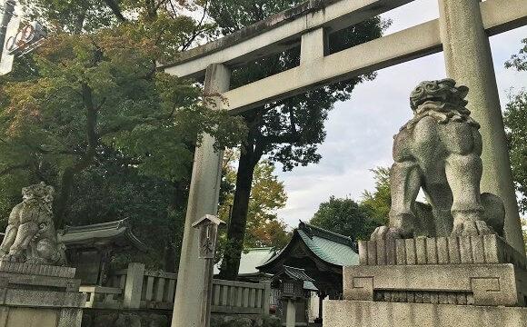 パワースポット秩父神社の鳥居と狛犬様