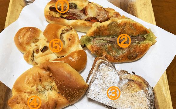 ジョンソンタウンにある『コイガクボ』で購入したパン(五個)