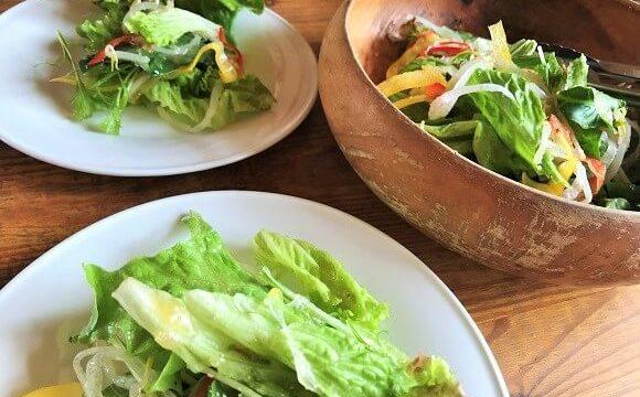 ランチに付いている食べ放題のサラダ