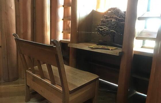 木の家2階の図書コーナーの読書スペース