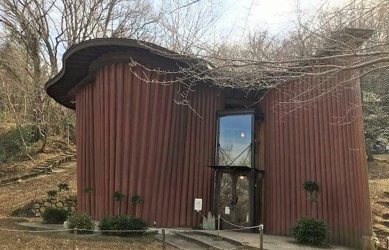 あけぼの子どもの森公園内にある木の家