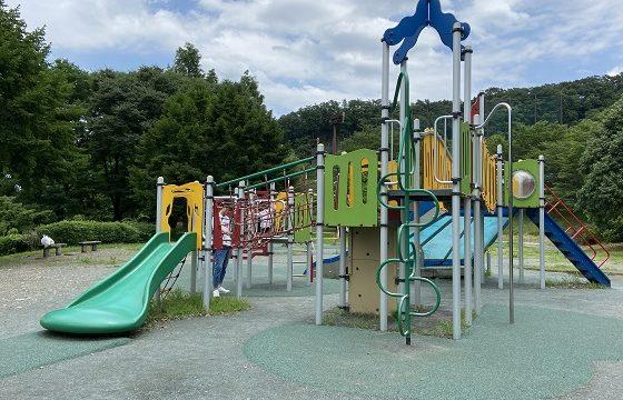 阿須公園にあるカラフルな遊具