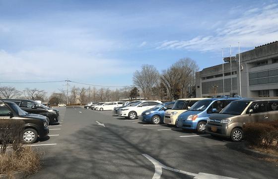 あけぼの子どもの森公園の広々とした無料駐車場